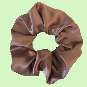 Handmade scrunchie - rosey